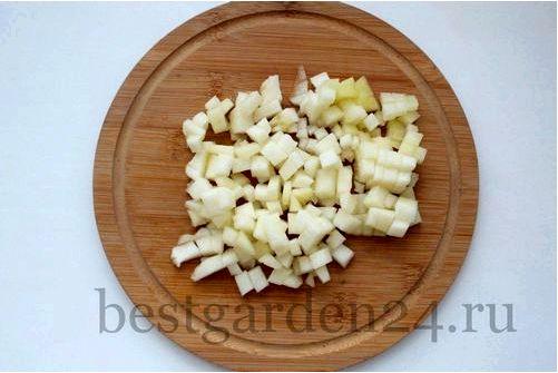 Яблоки и груши тушеные с орехами