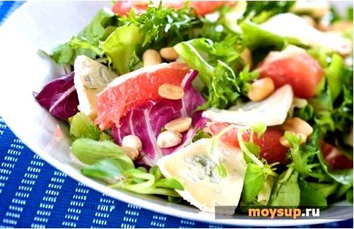 Рыбный салат с креветками и фруктами