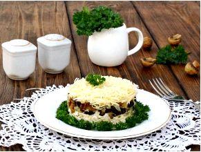 Салат с курицей грибами и сыром