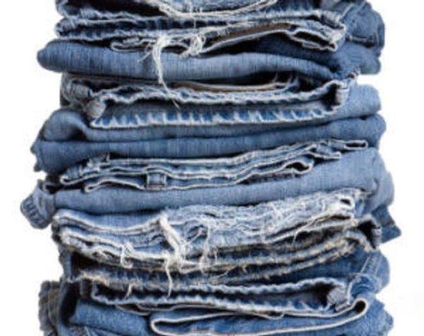 Плед из старых джинсов и цветных лоскутов