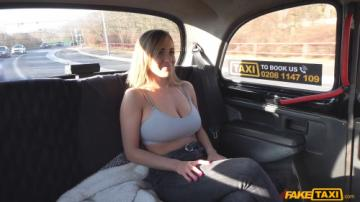 Josephine Jackson (Huge natural boobs bounce in taxi / 15.02.2020) 1080p
