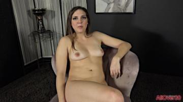 Sadie Holmes - Interview (2020) 1080p