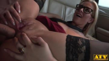 Nikky Dream - Open Pussy In Limousine (2020) 1080p