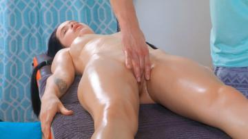 Juicy Leila (Full body massage with orgasm) (2020) 720p