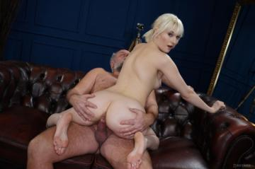 Miss Melissa - Determined Delivery Girl (24.03.2020) 720p