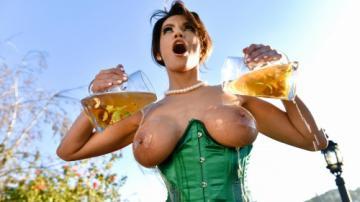 Becky Bandini (Bodacious MILF Banging) (2020) 720p